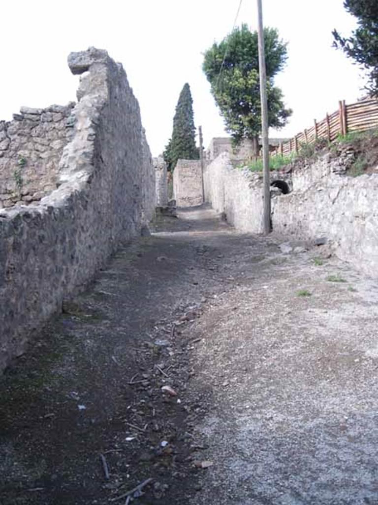 10222 - Porta tocca pavimento ...